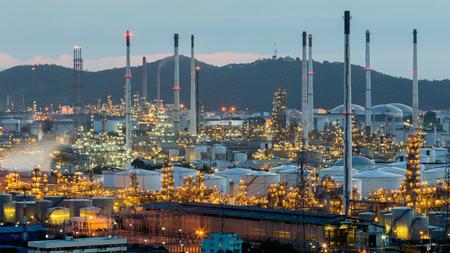Photo pour Power and petrochemical power plant after sunset - image libre de droit
