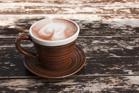 Photo pour brown cup of hot chocolate with creamy milk - image libre de droit
