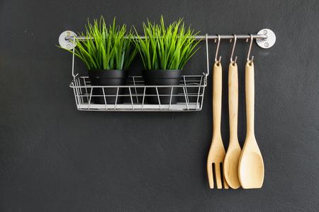 Photo pour kitchen utensil hang on black stone wall - image libre de droit
