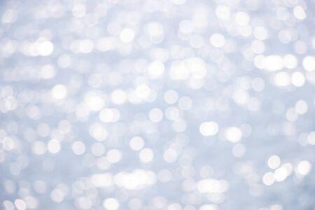 Photo pour Beautiful abstract background bokeh sun light reflections on blue river surface water - image libre de droit