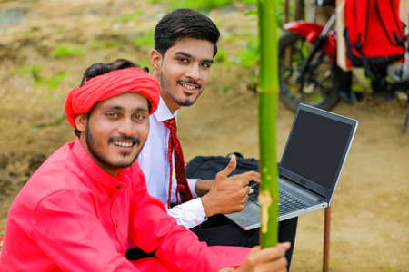 Photo pour Young indian farmer and agronomist or banker discuss at home - image libre de droit