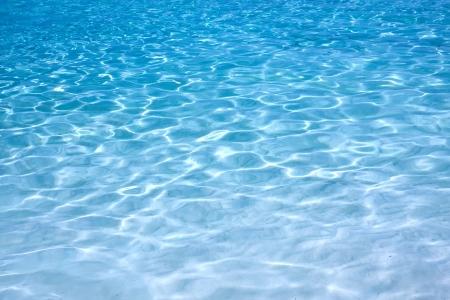 Photo pour Shining blue water ripple background - image libre de droit
