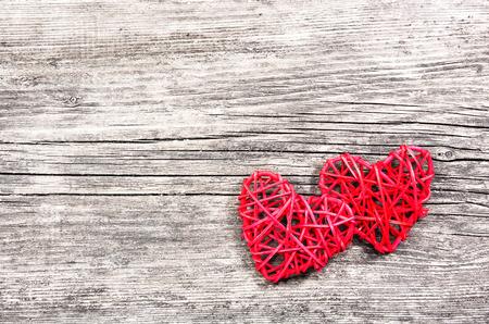 Photo pour Two red hearts on vintage wooden background - image libre de droit