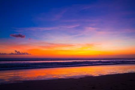 Photo pour Tropical sunset on the beach. Bali island. Indonesia - image libre de droit