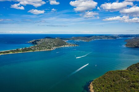 Photo pour Aerial view of Barrenjoey Head, Palm Beach and Pittwater, from West Head, Sydney, Australia - image libre de droit