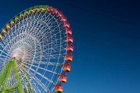 Photo pour ferris wheel isolated on blue, working in the fair of Albacete - image libre de droit