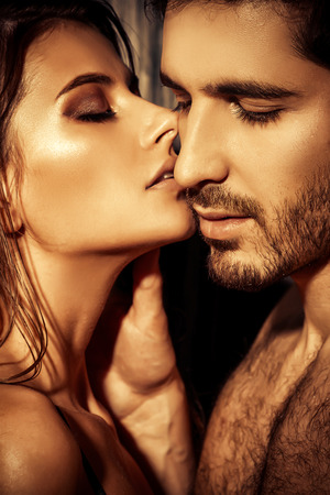 Photo pour Close-up portrait of a passionate young people in love. - image libre de droit