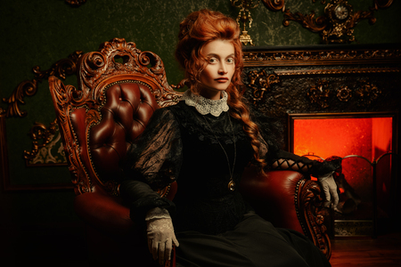 Photo pour The Victorian era concept. Beautiful woman in elegant historical dress and hairstyle posing in vintage interior. Baroque. Fashion. - image libre de droit