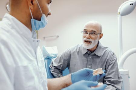 Foto de Old man sitting in the dentists office - Imagen libre de derechos