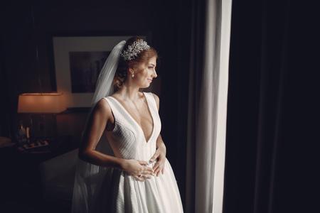 Foto de Elegant morning bride - Imagen libre de derechos