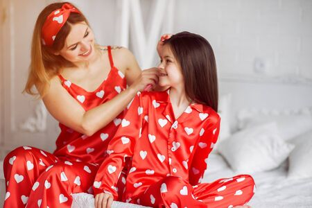 Photo pour Cute mother and daughter at home in a pajamas - image libre de droit
