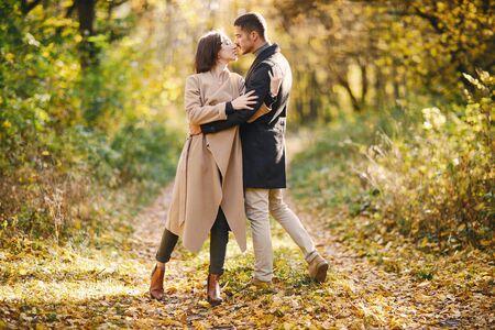 Photo pour couple in the park - image libre de droit