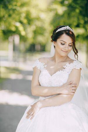 Photo pour Bride in crown - image libre de droit