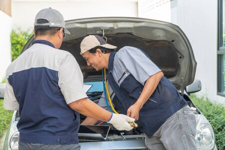 Photo pour two Auto repairman checks the engine and cooling system before traveling on a long holiday. Concept of Car care and maintenance from experts, Coaching, and advice For practicing a car from an expert - image libre de droit