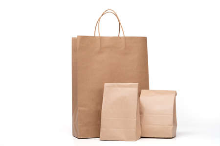 Photo pour Group of lunch Paper bag and shopping paper bags isolated on a white background - image libre de droit