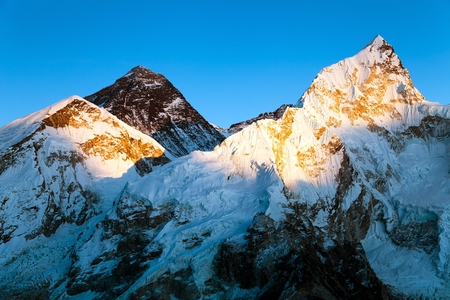 Photo pour Evening colored view of Mount Everest and Nuptse from Kala Patthar, Khumbu valley, Solukhumbu, Mount Everest area, Sagarmatha national park, Nepal Himalayas mountains - image libre de droit
