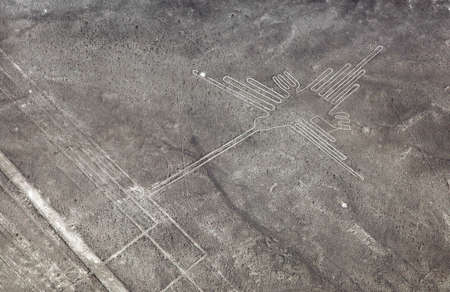 Photo pour Hummingbird geoglyph black and white colored, Nazca mysterious lines and geoglyphs aerial view, landmark in Nasca, Peru - image libre de droit