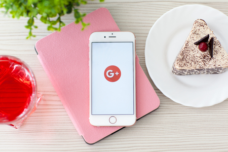 Photo pour Alushta, Russia - October 25, 2015: Woman holding iPhone6S Rose Gold with social networking service Google Plus on the screen. iPhone 6S Rose Gold was created and developed by the Apple inc. - image libre de droit