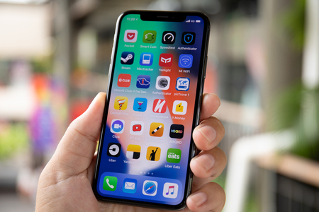 Photo pour Koh Samui, Thailand - April 9, 2018: Man hand holding iPhone X with IOS 11 on the screen. iPhone 10 was created and developed by the Apple inc. - image libre de droit
