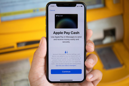 Photo pour Koh Samui, Thailand - March 25, 2018: Man hand holding iPhone X with Apple Pay on the screen. iPhone 10 was created and developed by the Apple inc. - image libre de droit