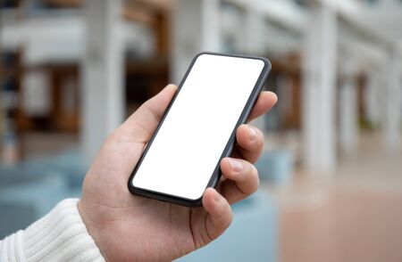 Photo pour male hand holds phone with isolated screen on the street - image libre de droit