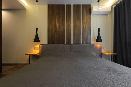 Photo pour Bed in the modern bedroom interior - image libre de droit