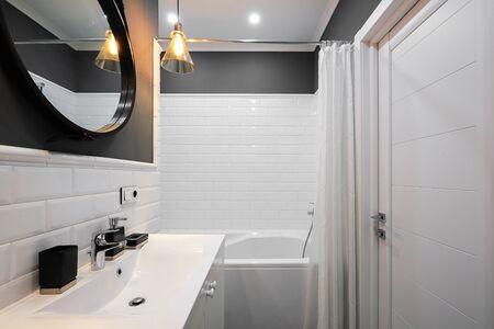Photo pour Modern bathroom interior design - image libre de droit