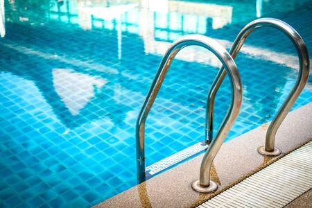 Photo pour metal steel handle at edge poolside of swimming pool in hotel resort - image libre de droit