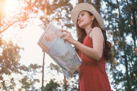 Photo pour woman traveler tourist with map. journey trip travel concept - image libre de droit