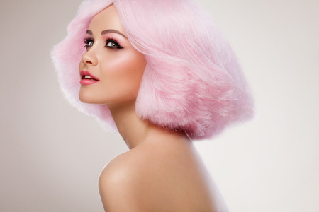 Photo pour Beauty Fashion Model Girl with Pink Hair. Colourful Hair. Colouring hair - image libre de droit