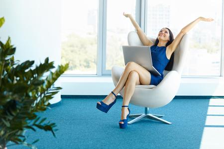Foto de Business woman celebrates successful deal at office. Bussiness People - Imagen libre de derechos