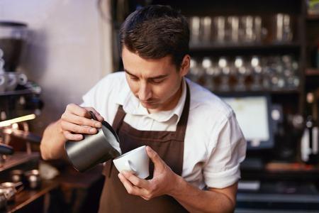 Photo pour Barista Preparing Coffee In Cup At Cafe - image libre de droit