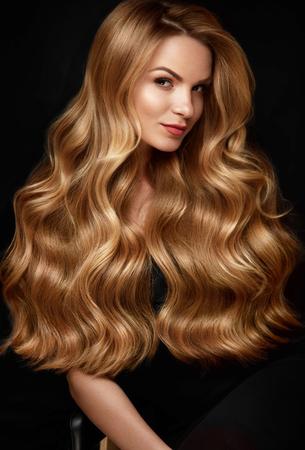 Photo pour Long Blonde Hair. Woman With Wavy Hairstyle, Beauty Face - image libre de droit