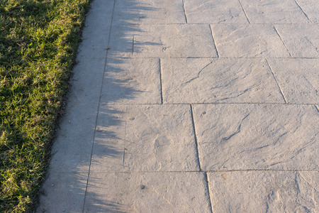 Foto de Stamped concrete pavement slate stone pattern, decorative appearance colors and textures of paving slate stone tile on cement flooring exterior decorative, perspective - Imagen libre de derechos