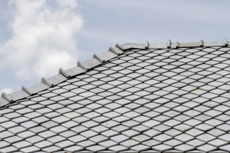 Photo pour the gray roof and sky in thailand - image libre de droit