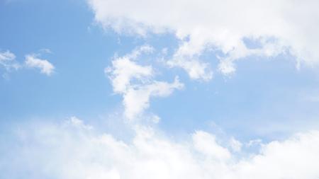 Photo pour Clear blue sky with some cloud - image libre de droit