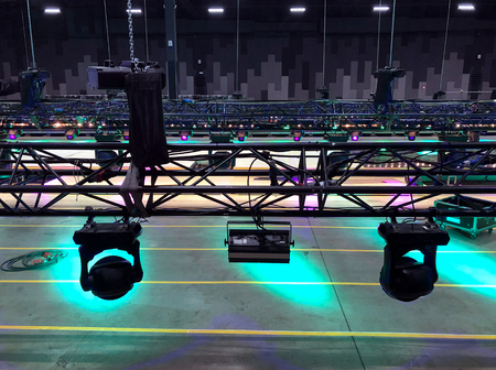 Foto de Installation of professional sound, light, video and stage equipment for a concert. Stage lighting equipment is clamped on a truss for lifting. - Imagen libre de derechos