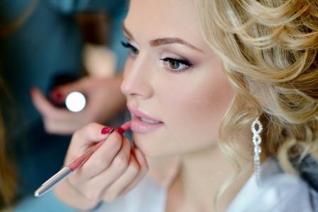 Photo pour Wedding makeup artist making a make up for bride. - image libre de droit