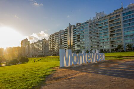 Photo pour MONTEVIDEO, URUGUAY - MAY 04, 2016: nice view of the city buildings located infront of a park where the montevideo sign is. - image libre de droit