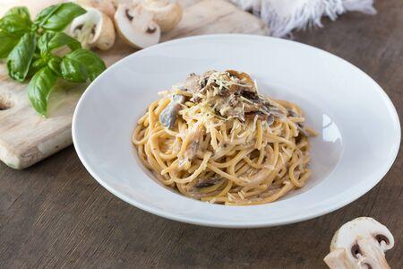 Photo pour Mushroom Spaghetti Pasta and cream sauce on table, top view. Homemade italian pasta with champignon mushroom. - image libre de droit