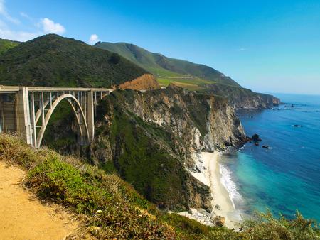 Photo pour Bridge on Pacific rocky coast (Big Sur, California) - image libre de droit