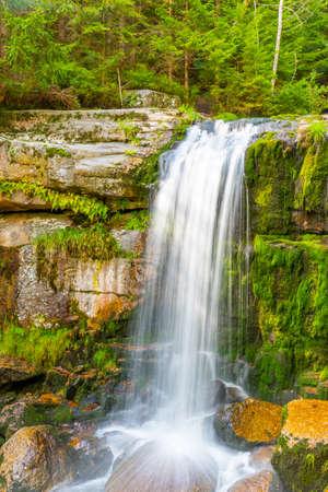 Photo pour Waterfall of Jedlova. Small waterfall with mossy granite rocks. Jizera Mountains, Northern Bohemia, Czech Republic - image libre de droit