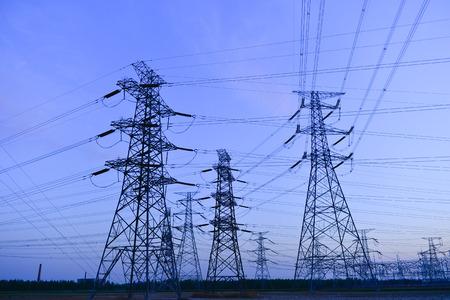 Photo pour The power supply facilities of contour in the evening - image libre de droit