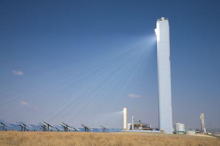 Photo pour solar power station at sanlucar in seville spain - image libre de droit