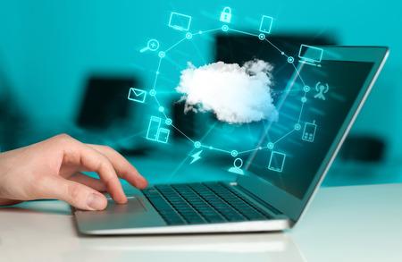 Photo pour Hand working with a Cloud Computing diagram, new technology concept - image libre de droit