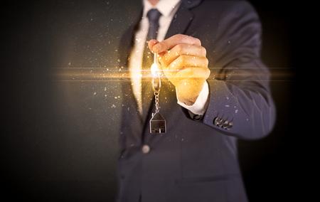 Photo pour Man hand over keys - image libre de droit