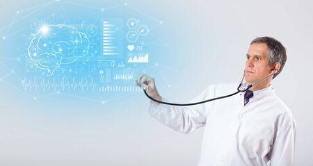 Photo pour Middle aged neurologist showing the test result - image libre de droit