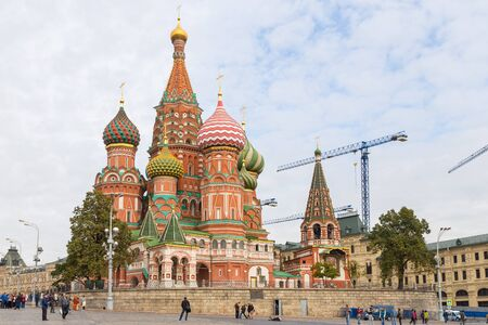 Foto de Moscow, Russia- 23 September 2014: Saint Basils Cathedral as viewed from Red Square. The church is part of the Moscow Kremlin and Red Square UNESCO World Heritage Site since 1990. - Imagen libre de derechos