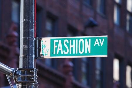 Foto de New York City Fashion avenue road sign in midtown Manhattan - Imagen libre de derechos