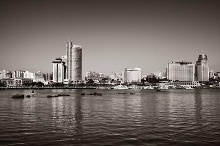 Photo pour Urban buildings at waterfront in Xiamen, Fujian, China. - image libre de droit